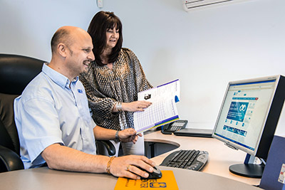 Dave Roper and Sue Gibbins of RS Refrigeration test-drive the new website