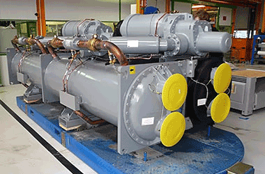 3.-Lead-Carrier-chiller-being-manufactured